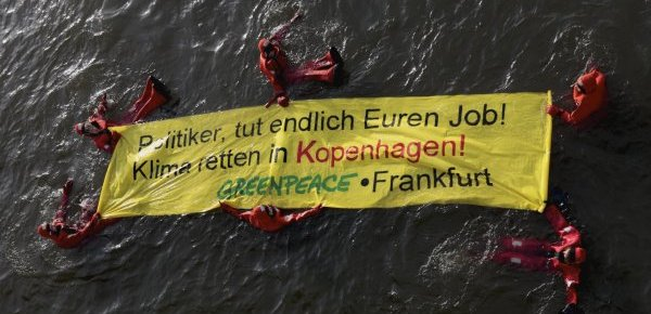 Greenpeace Aktion am Mainufer